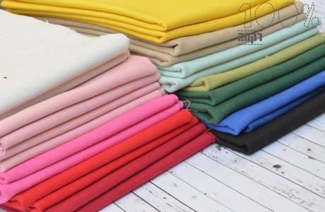 בדים לרקמה במגוון צבעים