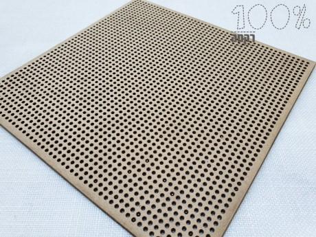 הסטיצ'בורד הוא לוח מחורר המגיע ללא דוגמה, בגודל 15X15