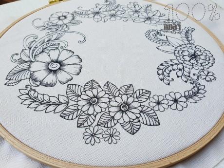 """הדפס """"כתר פרחים"""" המתאים כתמונה, מפית או בסיס לכרית"""