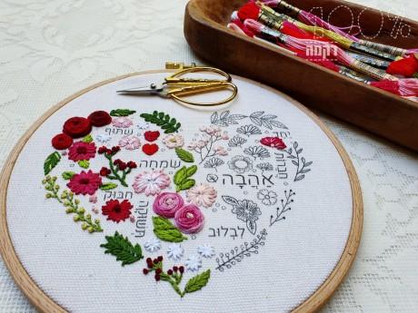 הדפס ברכת האהבה רקום בקומבינציה לבבות וירוקים