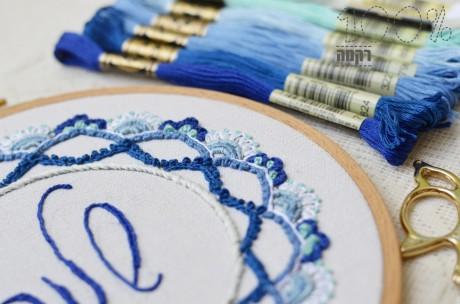 ריקמת מנדלות בצבעי כחול לבן
